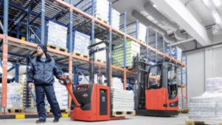 pallet_stacker_L16_lithium_ion_cold_storage_reach_truck_R14_4421_5583_CX